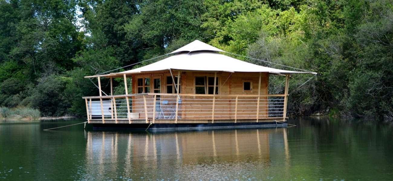 cabanes flottantes cabanes flottantes poudri re yourtes et autres h bergements insolites. Black Bedroom Furniture Sets. Home Design Ideas